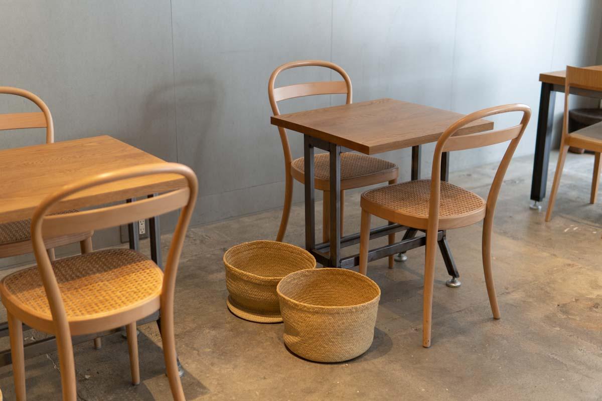 店内風景(テーブルとイス)