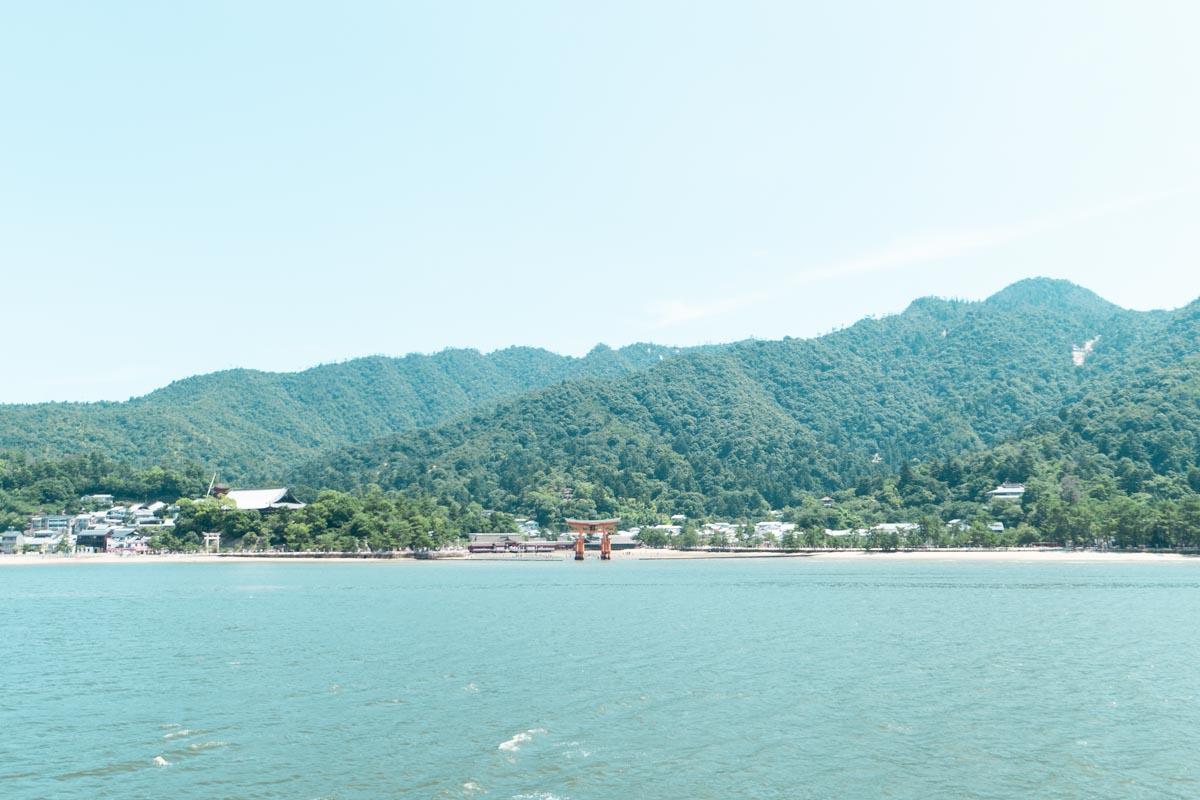 宮島を眺める
