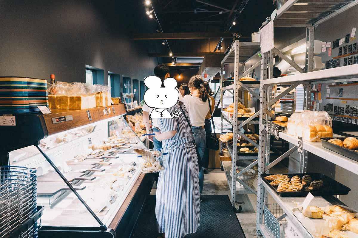 α6500とSELP1650で撮ったパン屋さんの店内