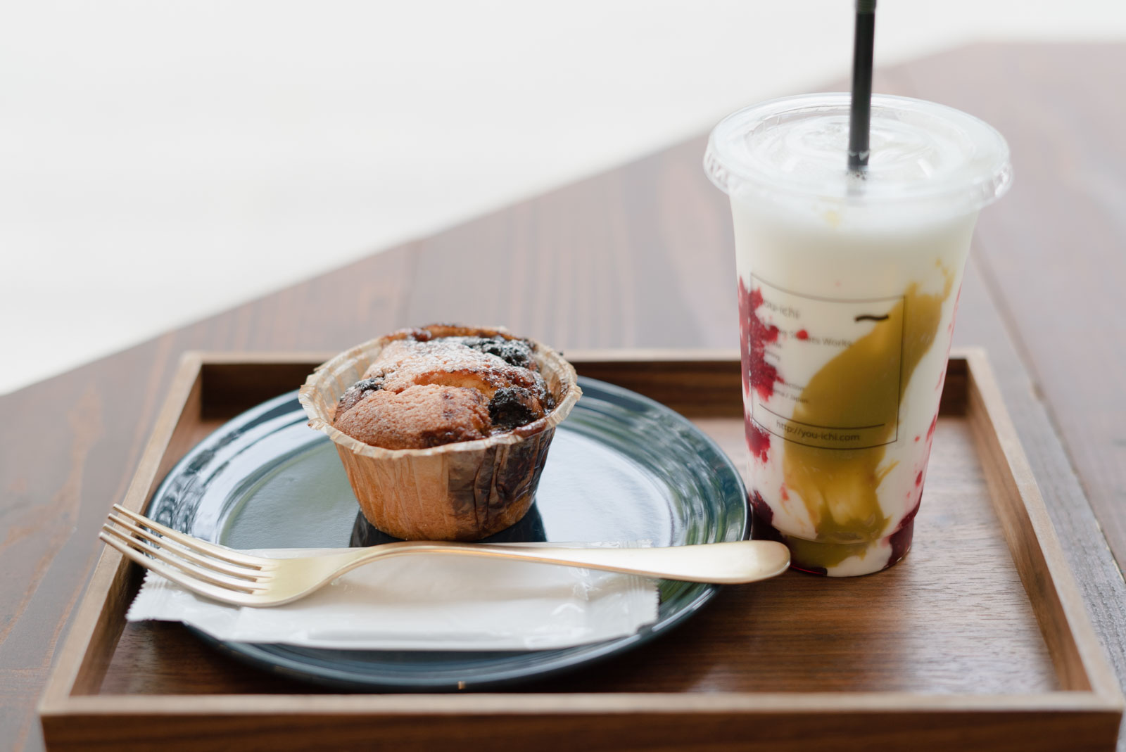 ヨーグルトラッシーとカップケーキ