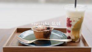 晴れた日に広島・十日市にある〈you-ichi GLUE(ユウイチ グルー)〉のテラス席で過ごすひととき。