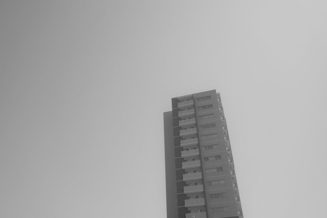 ソフトモノトーンの空